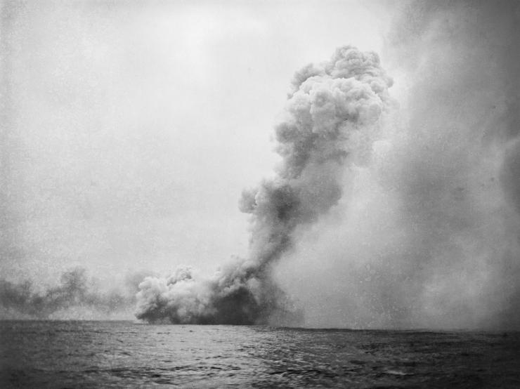 HMS-Queen-Mary-blows-up_-IWM-Photo