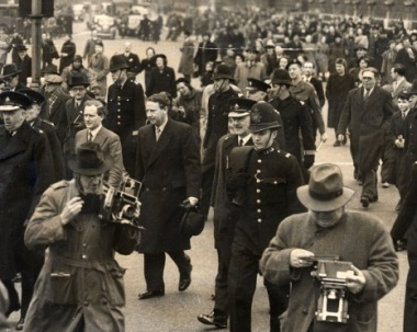 Hugh-Gaitskell-1951-budget-processio_466