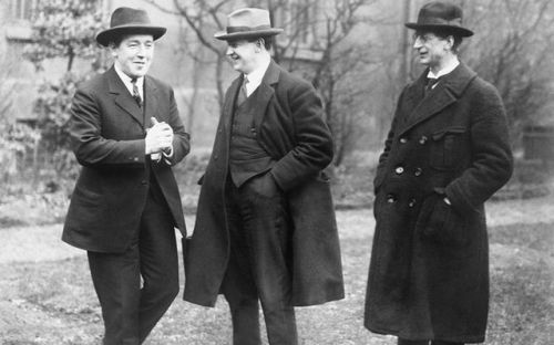 cropped_Mansion_House_in_1919_Are__from_Left_To_Right_-_the_Republican_Politicians_Harry_Boland__Michael_Collins_and_Eamon_De_Valera_Imperial_War_Museum